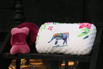 Natural latex pillows is free from the accumulation of dust mites and bacteria!